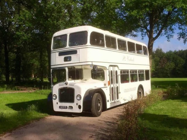 oldtimer trouwbus wit engelse bus