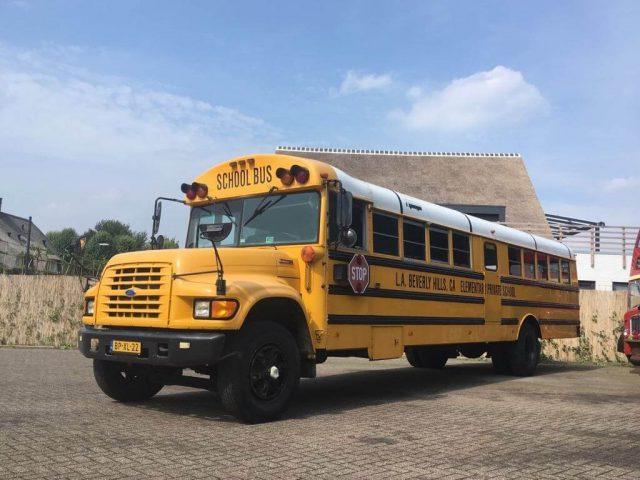 gele schoolbus ford