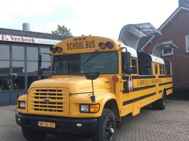 gele amerikaanse school bus