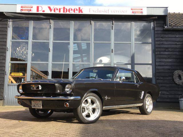 Ford Mustang huren uit 1966 met V8 motor