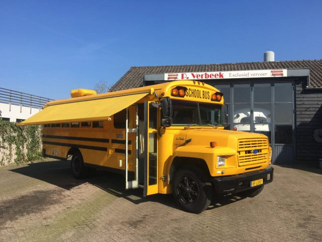 Schoolbus Ford B600 1987