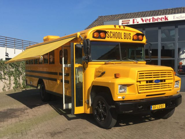 Schoolbus oldtimer camper bus