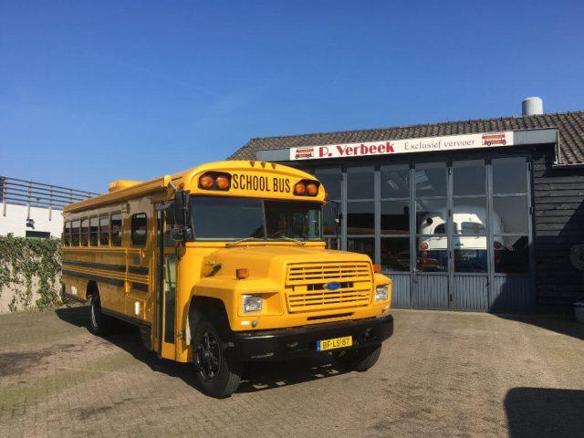 Schoolbus oldtimer bus camper