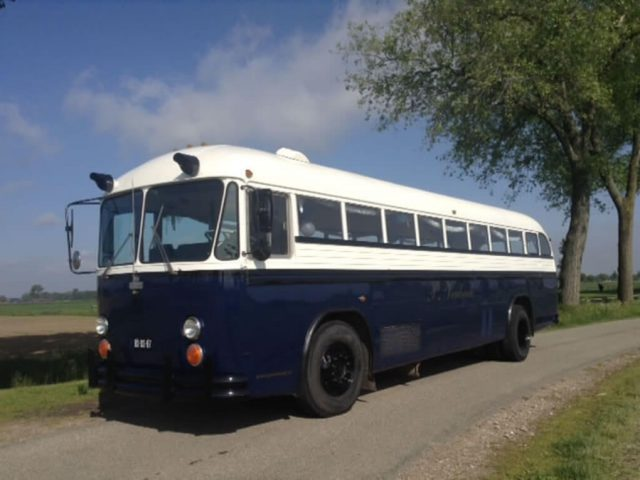 Greyhound bus huren 45 zitplaatsen